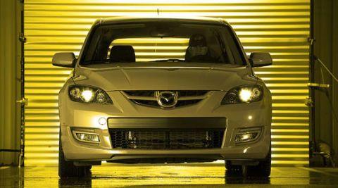 Motor vehicle, Mode of transport, Automotive design, Vehicle, Automotive exterior, Glass, Hood, Land vehicle, Automotive mirror, Automotive lighting,
