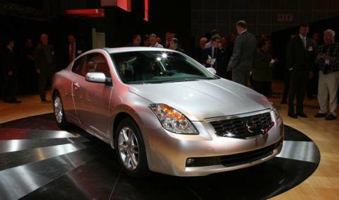 Vehicle, Event, Land vehicle, Automotive design, Automotive lighting, Car, Headlamp, Glass, Grille, Full-size car,