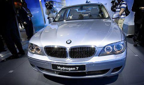 Automotive design, Vehicle, Land vehicle, Automotive exterior, Car, Shoe, Grille, Hood, Personal luxury car, Automotive lighting,
