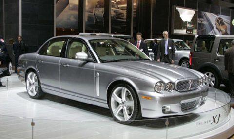 Tire, Wheel, Vehicle, Land vehicle, Car, Spoke, Alloy wheel, Full-size car, Rim, Personal luxury car,
