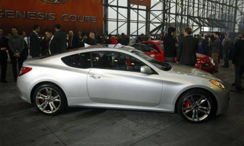 ... 4 Cylinder And A V 6 Producing More Than 300 Bhp, The All New 2010 Genesis  Coupe U2014 Expected To Hit Dealers Next Spring U2014 Represents Hyundaiu0027s ...