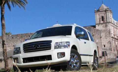 Tire, Motor vehicle, Wheel, Blue, Automotive mirror, Transport, Automotive tire, Vehicle, Land vehicle, Automotive lighting,