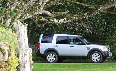 Tire, Wheel, Automotive tire, Window, Vehicle, Land vehicle, Automotive parking light, Car, Rim, Automotive exterior,
