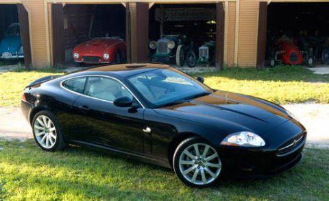 Tire, Wheel, Vehicle, Land vehicle, Automotive design, Rim, Automotive parking light, Alloy wheel, Car, Hood,
