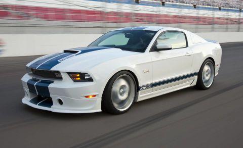 Tire, Automotive design, Automotive tire, Vehicle, Hood, Car, Headlamp, Rim, Automotive lighting, Performance car,