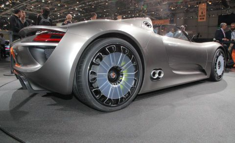 Tire, Wheel, Mode of transport, Automotive design, Vehicle, Land vehicle, Automotive wheel system, Car, Auto show, Rim,