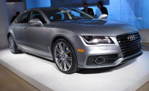 Tire, Wheel, Automotive design, Vehicle, Event, Land vehicle, Car, Alloy wheel, Grille, Rim,