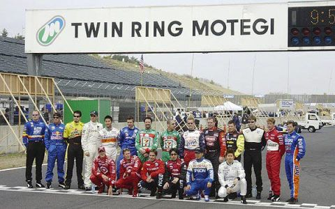 Team, Advertising, Banner, Service, Race track, Photo caption, Pit stop,