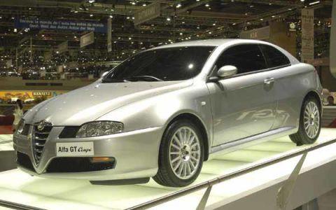 Mode of transport, Automotive design, Vehicle, Land vehicle, Event, Transport, Car, Automotive mirror, Rim, Alloy wheel,