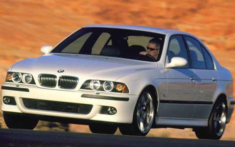 Tire, Mode of transport, Automotive design, Vehicle, Automotive tire, Land vehicle, Hood, Car, Automotive lighting, Rim,