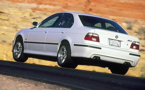 Tire, Wheel, Mode of transport, Automotive design, Automotive tire, Vehicle, Land vehicle, Transport, Alloy wheel, Rim,