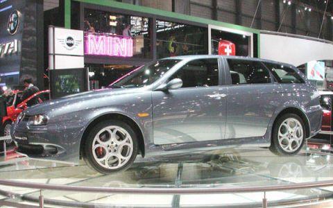 Tire, Wheel, Automotive design, Automotive tire, Vehicle, Land vehicle, Alloy wheel, Rim, Automotive wheel system, Car,