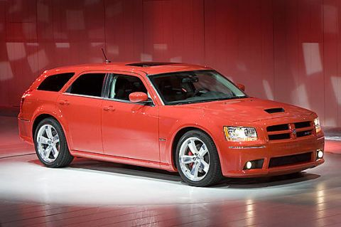 Tire, Wheel, Motor vehicle, Automotive design, Automotive tire, Vehicle, Transport, Window, Land vehicle, Rim,
