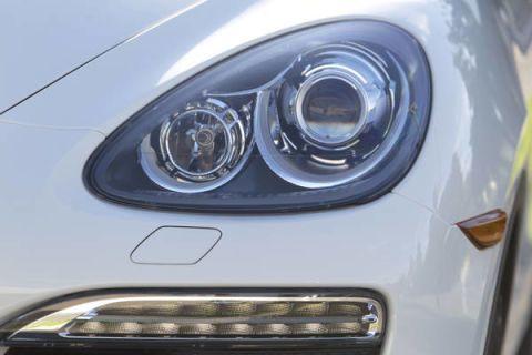 Automotive lighting, Automotive design, Headlamp, Hood, Automotive exterior, Grille, Light, Bumper, Automotive parking light, Grey,