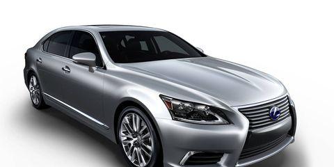 Tire, Wheel, Automotive design, Product, Vehicle, Automotive tire, Automotive lighting, Land vehicle, Headlamp, Grille,