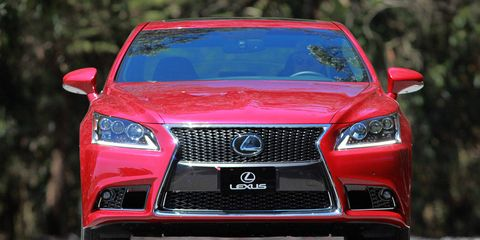 Motor vehicle, Mode of transport, Automotive design, Blue, Daytime, Vehicle, Automotive lighting, Grille, Red, Car,