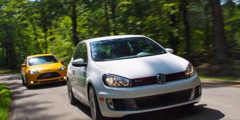 Automotive design, Land vehicle, Vehicle, Headlamp, Car, Rim, Automotive lighting, Alloy wheel, Hatchback, Automotive wheel system,