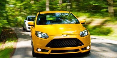 Motor vehicle, Automotive design, Mode of transport, Daytime, Green, Yellow, Vehicle, Headlamp, Hood, Automotive mirror,