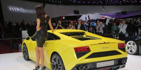 Tire, Wheel, Automotive design, Vehicle, Yellow, Land vehicle, Car, Vehicle registration plate, Performance car, Fender,