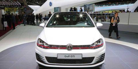 Automotive design, Vehicle, Event, Car, Grille, Logo, Auto show, Bumper, Luxury vehicle, Personal luxury car,