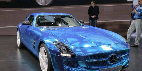Mode of transport, Automotive design, Vehicle, Car, Grille, Personal luxury car, Performance car, Fender, Hood, Luxury vehicle,