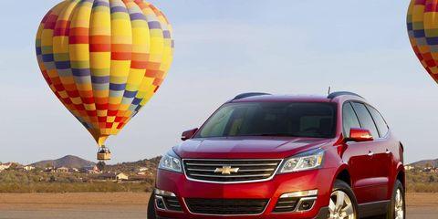 Tire, Wheel, Motor vehicle, Mode of transport, Automotive mirror, Transport, Daytime, Vehicle, Automotive design, Land vehicle,