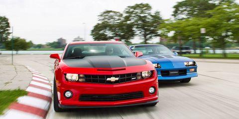 Motor vehicle, Tire, Automotive design, Vehicle, Land vehicle, Grille, Headlamp, Hood, Infrastructure, Road,