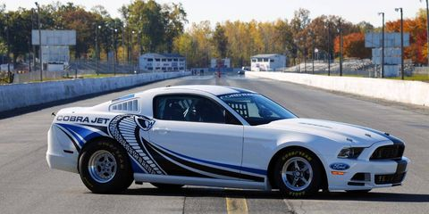 Tire, Wheel, Automotive design, Automotive tire, Vehicle, Transport, Alloy wheel, Rim, Spoke, Automotive wheel system,