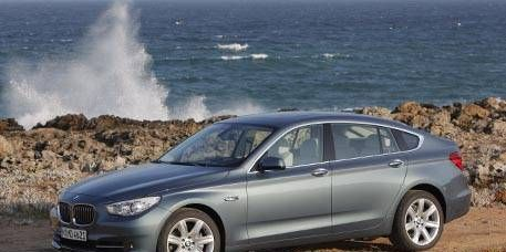 Tire, Wheel, Mode of transport, Vehicle, Alloy wheel, Coastal and oceanic landforms, Land vehicle, Car, Rim, Spoke,
