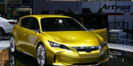 Motor vehicle, Mode of transport, Land vehicle, Vehicle, Yellow, Automotive design, Event, Transport, Car, Automotive lighting,