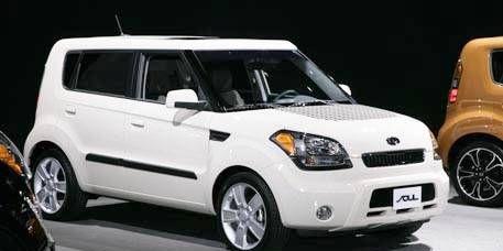 Tire, Motor vehicle, Wheel, Automotive mirror, Automotive design, Product, Vehicle, Glass, Automotive tire, Land vehicle,