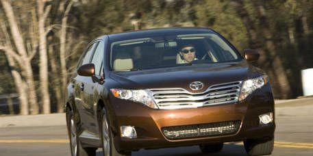 Motor vehicle, Automotive mirror, Mode of transport, Vehicle, Headlamp, Automotive lighting, Land vehicle, Grille, Car, Technology,