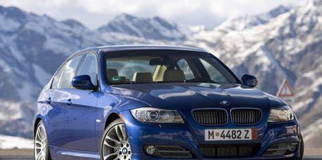 Tire, Mode of transport, Automotive mirror, Automotive design, Vehicle, Land vehicle, Hood, Vehicle registration plate, Transport, Mountainous landforms,