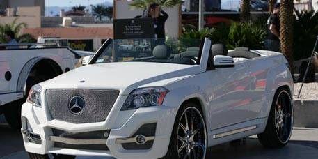Motor vehicle, Wheel, Mode of transport, Automotive design, Vehicle, Transport, Fender, Rim, Headlamp, Grille,