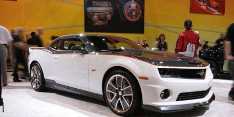 Tire, Motor vehicle, Wheel, Automotive design, Vehicle, Transport, Automotive tire, Headlamp, Chevrolet camaro, Automotive lighting,
