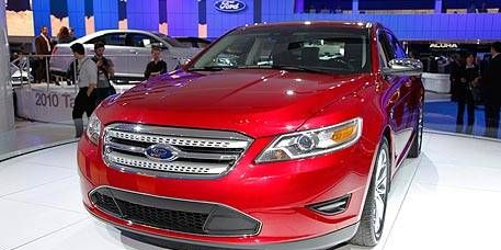 Motor vehicle, Wheel, Tire, Automotive design, Product, Vehicle, Automotive lighting, Land vehicle, Headlamp, Event,