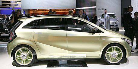 Wheel, Tire, Motor vehicle, Automotive design, Land vehicle, Vehicle, Car, Alloy wheel, Vehicle door, Automotive tire,