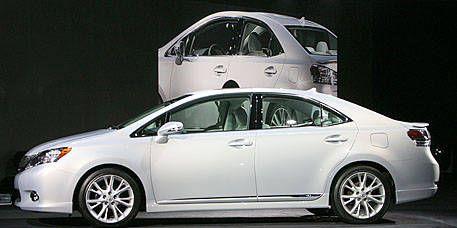 Wheel, Mode of transport, Vehicle, Automotive design, Land vehicle, Transport, Car, Automotive mirror, Mid-size car, Alloy wheel,