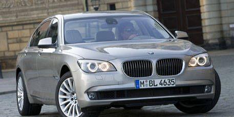 Mode of transport, Vehicle, Automotive mirror, Vehicle registration plate, Land vehicle, Hood, Car, Infrastructure, Automotive lighting, Automotive design,