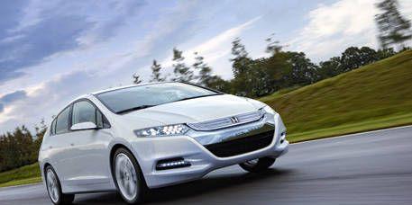 Tire, Automotive mirror, Wheel, Mode of transport, Automotive design, Daytime, Vehicle, Transport, Land vehicle, Road,