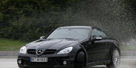 Tire, Wheel, Mode of transport, Automotive design, Vehicle, Hood, Rim, Headlamp, Car, Automotive lighting,
