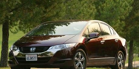 Automotive mirror, Mode of transport, Nature, Automotive design, Vehicle, Land vehicle, Glass, Transport, Car, Alloy wheel,