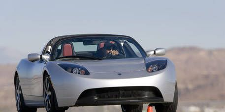 Motor vehicle, Tire, Automotive mirror, Mode of transport, Automotive design, Transport, Vehicle, Automotive lighting, Automotive exterior, Headlamp,
