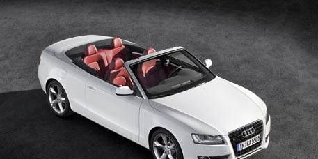 Tire, Wheel, Mode of transport, Automotive design, Automotive mirror, Vehicle, Hood, Automotive exterior, Alloy wheel, Headlamp,