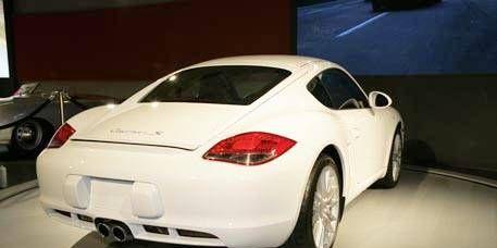 Mode of transport, Automotive design, Vehicle, Automotive lighting, Car, Fender, Bumper, Alloy wheel, Sports car, Rim,