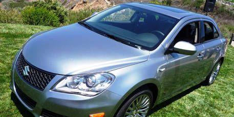 Motor vehicle, Tire, Automotive mirror, Mode of transport, Daytime, Vehicle, Glass, Automotive lighting, Land vehicle, Headlamp,