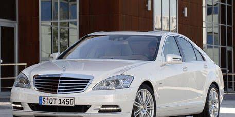 Mode of transport, Automotive design, Vehicle, Window, Glass, Transport, Automotive parking light, Automotive lighting, Hood, Grille,