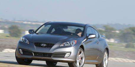 Motor vehicle, Mode of transport, Automotive design, Automotive mirror, Vehicle, Transport, Glass, Car, Headlamp, Alloy wheel,