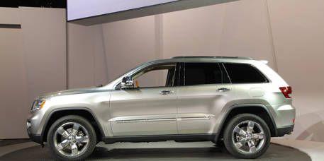 Tire, Wheel, Automotive tire, Automotive design, Product, Vehicle, Spoke, Rim, Automotive exterior, Car,