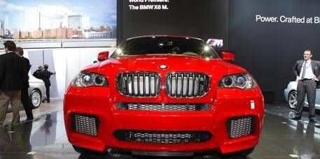 Motor vehicle, Automotive design, Automotive exterior, Product, Vehicle, Land vehicle, Grille, Automotive lighting, Car, Automotive mirror,